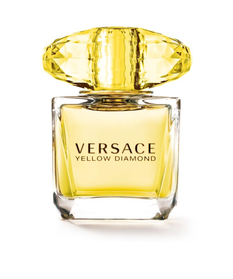 Versace Yellow Diamond Туалетная вода 30 млVersace<br>Это роскошный аромат от Versace. Подобный солнечному свету, необыкновенно яркий, лучистый желтый сверкает так, как способен только настоящий бриллиант. Чистая чувственность, чистая прозрачность, чистый свет. Еще одна настоящая драгоценность редкой красоты раскрывается в свежем и ярком цветочном аромате; пленительный и волнующий аромат для истинной женственности, уверенной в своем шарме, гармонирует с безошибочно узнаваемым стилем Versace.<br>Мнение эксперта:<br>Желтый цвет воплощает блеск, чувственность и впечатляющую энергию этого аромата, способного выразить и подчеркнуть шарм и очарование женщины. Донателла Версаче<br>Особенности состава:<br>Цветочный фруктовый древесный<br>Состав:<br>ароматическая композиция, дистиллированная вода, лимонен, бутил метоксидибензоилметан, линалул, бутилфенил-метилпропиналь, альфа-изометил йонон, этилгексилсаликат, гидроксицитронелал, бензил саликат, гераниол, гексилциннамал, цитронелол, цитрал, пропилен гликоль, C.I. 19140 (желтый 5), C.I. 17200 (красный 33), этилгексилметоксицинамат, этилгексилсалицилат, этиловый спирт<br><br>Вес г: 172<br>Бренд : Versace<br>Объем мл: 30<br>Возраст : 14+<br>Страна производитель : Италия<br>Вид Аромата : Цветочный, фруктовый, древесный<br>Шлейф : Амбровое дерево, Древесина пало санто, Мускус<br>Верхняя Нота : Лимон из Диаманте, Бергамот, Грушевый сорбет, Неро<br>Верхняя Нота : Лимон из Диаманте, Бергамот, Грушевый сорбет, Неро