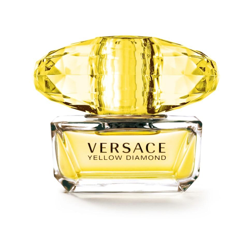 Versace Yellow Diamond Туалетная вода 50 млVersace<br>Это роскошный аромат от Versace. Подобный солнечному свету, необыкновенно яркий, лучистый желтый сверкает так, как способен только настоящий бриллиант. Чистая чувственность, чистая прозрачность, чистый свет. Еще одна настоящая драгоценность редкой красоты раскрывается в свежем и ярком цветочном аромате; пленительный и волнующий аромат для истинной женственности, уверенной в своем шарме, гармонирует с безошибочно узнаваемым стилем Versace.<br>Мнение эксперта:<br>Желтый цвет воплощает блеск, чувственность и впечатляющую энергию этого аромата, способного выразить и подчеркнуть шарм и очарование женщины. Донателла Версаче<br>Особенности состава:<br>Цветочный фруктовый древесный<br>Состав:<br>ароматическая композиция, дистиллированная вода, лимонен, бутил метоксидибензоилметан, линалул, бутилфенил-метилпропиналь, альфа-изометил йонон, этилгексилсаликат, гидроксицитронелал, бензил саликат, гераниол, гексилциннамал, цитронелол, цитрал, пропилен гликоль, C.I. 19140 (желтый 5), C.I. 17200 (красный 33), этилгексилметоксицинамат, этилгексилсалицилат, этиловый спирт<br><br>Вес г: 326<br>Бренд : Versace<br>Объем мл: 50<br>Возраст : 14+<br>Страна производитель : Италия<br>Вид Аромата : Цветочный, фруктовый, древесный<br>Шлейф : Амбровое дерево, Древесина пало санто, Мускус<br>Верхняя Нота : Лимон из Диаманте, Бергамот, Грушевый сорбет, Неро<br>Верхняя Нота : Лимон из Диаманте, Бергамот, Грушевый сорбет, Неро