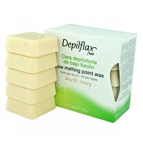 Depilflax Горячий воск 0.5кг Слоновая кость для любого типа волосDepilflax<br>Горячий воск Слоновая кость создан из пчелиного воска и древесной смолы, содержит кокосовое масло, которое смягчает и увлажняет кожу. Воск подходит для тех, у кого имеется аллергическая реакция на воск. Благодаря диоксиду титана, входящему в состав, воск лучше прилипает к коже, удаление волос происходит быстрее и легче.<br><br>Вес г: 550<br>Бренд: Depilflax<br>Объем мл: 500<br>Тип кожи: чувствительная, все типы кожи<br>Тип средства для депиляции: воск, воск в брикетах
