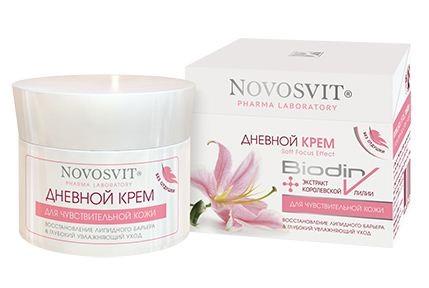 Novosvit крем дневной для чувствительной кожи увлажняющий уход 50 млNovosvit<br>Действие: Глубоко увлажняет, уменьшает трансэпидермальную потерю влаги Успокаивает склонную к раздражению кожу Мгновенно создает визуальный эффект матирования («softfocus») Придает гладкость, сияние, здоровый цвет Эффективность: Восстанавливает липидный барьер кожи, легко проникая в эпидермис благодаря высокому родству, как по структуре, так и по составу с липидами рогового слоя. Мощные увлажнители – экстракт королевской лилии и бетаин сахарной свеклы – обеспечивают координацию воды в роговом слое, уменьшают трансэпидермальную потерю влаги. Входящие в состав рецептуры натуральная очищенная смола Олибанума помогает снять сверх чувствительность кожи, делает ее менее восприимчивой к раздражающим факторам. Смягчает, улучшает эластичность. Способ применения:  Наносите утром на очищенную кожу лица и шеи, равномерно распределяя крем кончиками пальцев по направлению массажных линий. Применяйте ежедневно. Избегайте попадания в глаза. Возможна индивидуальная непереносимость компонентов.<br><br>Вес г: 70<br>Бренд: Novosvit<br>Объем мл: 50<br>Тип кожи: чувствительная<br>Консистенция: крем<br>Тип крема: увлажняющий, восстанавливающий<br>Возраст: 25+, 30+, 35+<br>Эффект: матирующий, выравнивание, сияние<br>По времени суток: дневной уход<br>Страна производитель: Россия