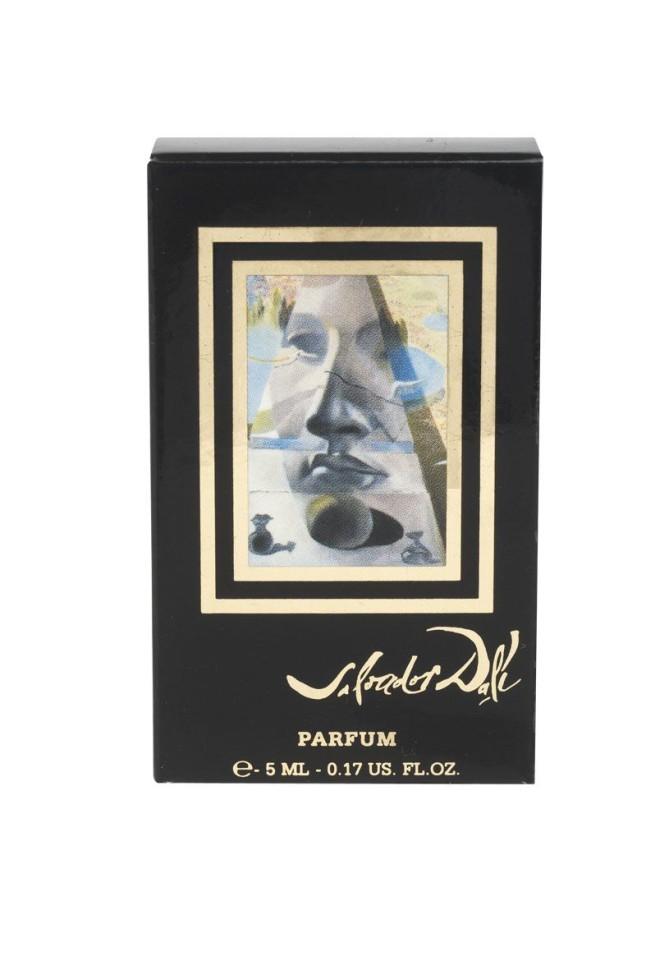 Les Parfums Salvador Dali Dali Feminin Миниатюра духи 5 млSalvador Dali<br>Руководство по выбору:<br>При выборе обратите внимание на вид аромата и ноты, доверьтесь вашим эмоциям.<br>Описание:<br>Уникальные духи, созданные как произведение искусства, как картина, со своей темой, цветом и полутонами; как поэма редких эссенций, гармонично сочетающихся в едином произведении. В 1981 году Сальвадор Дали закончил картину Явление лица Афродиты Книдской в ландшафте. Он сам сделал рисунок для первого флакона и принимал непосредственное участие в создании аромата. Роскошь царственной розы и элегантность классического жасмина – знаковые ноты самых дорогих духов в истории парфюмерии.<br>Мнение эксперта:<br>Уникальные духи, созданные как произведение искусства, как картина, со своей темой, цветом и полутонами; как поэма редких эссенций, гармонично сочетающихся в едином произведении<br>Особенности состава:<br>Первый великолепный цветочный шипровый аромат для женщин<br>Состав:<br>ALCOHOL DENAT, FRAGRANCE (PARFUM) , Hydroxycitronellal, Alpha-Isomethyl Ionone, Coumarin, Eugenol, Butylphenyl Methylpropional (Lilial), Limonen, Benzyl Salicylate, Linalool, Hydroxyisohexyl 3-Cyclohexene Carboxaldehyde (Lyral), Hexyl Cinnamal, Benzyl Benzoate, Geraniol, Citronellol, Isoeugenol, Benzyl Alcohol, Farnesol, Citral.<br><br>Вес г: 168<br>Бренд : Salvador Dali<br>Объем мл: 5<br>Возраст : 12+<br>Страна производитель : Франция<br>Вид Аромата : цветочный шипровый<br>Шлейф : Сандал Пачули Дубовый мох<br>Верхняя Нота : Бергамот Гвоздика Ладан<br>Верхняя Нота : Бергамот Гвоздика Ладан