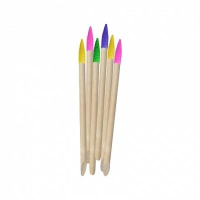 Divage Dolly Collection Набор цветных  палочек для маникюра (6 шт)Divage<br>Яркие маникюрные палочки для обработки кутикулы. Палочка имеет <br>абразивную поверхность и позволяет корректировать форму ногтей, а также <br>подходит для nail-дизайна. Острым концом палочки можно выводить рисунки,<br> наклейки и другие дизайнерские фрагменты на ногтевую пластину. С <br>помощью острого конца палочек для ногтей можно чистить внутреннюю часть <br>отросшего ногтя.<br>Прежде чем приступить к удалению кутикулы необходимо распарить ее или <br>нанести на нее пару капель специального размягчающего средства. После <br>проведения выбранного вами метода по размягчению кутикулы, тупым концом <br>новой апельсиновой палочки отодвиньте кутикулу с ногтевой пластины. <br>Острым кончиком подденьте отмершую кожу и удалите ее. Абразивным концом <br>палочки можно так же корректировать другие недостатки в области ногтей, <br>боковой валик, область под ногтем.<br><br>Вес г: 55<br>Бренд : Divage<br>Страна производитель : Россия