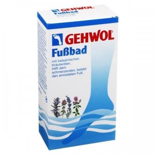 Gehwol Ванна для ног 400 грGehwol<br>Действие. Ванна - концентрат эфирного масла лаванды, успокаивающе действующей на уставшие болезненные и перенапряжённые ноги. Активные ингредиенты средства глубоко проникают в кожу и эффективно смягчают её, оказывая воздействие аналогичное воздействию крема. При регулярном применении ванна предотвращает грибковые заболевания. Она обладает успокаивающим действием, и продолжительное время дезодорирует ноги.<br>Состав. Вода, кокамидопропилбетаин, ПЭГ (6) каприл глицерил, натрия хлорид, пропилен гликоль, отдушка, ментол, лавандиновое масло, метосульфат андециленамидопропилтримония, этилпарабен, имидзаолидинилмочевина, C.I. 42045.<br>Способ применения. Одну столовую ложку средства развести в 3-4 литрах воды и купать ноги в течение 15-20 минут. После ванны используйте любой крем по проблеме.<br>Страна-производитель. Германия.<br><br>Вес г: 450<br>Бренд: Gehwol<br>Объем мл: 400