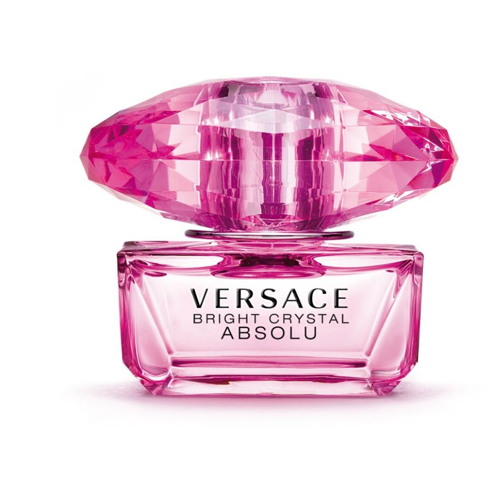 Versace Bright Crystal Absolu Парфюмированная вода спрей 50 млVersace<br>Versace представляет более насыщенную версию одного из самых популярных драгоценных ароматов, в котором ноты Bright Crystal усиливаются до предела. Абсолютная чувственность. Абсолютная прозрачность. Абсолютное сияние. Абсолютное искушение. Аромат стал еще более опьяняющим и стойким благодаря более насыщенной концентрации ароматических веществ. Он предназначен для женщины, которая готова довериться соблазнительным чарам Bright Crystal и непреходящему шику Versace.Мнение эксперта:<br>BRIGHT CRYSTAL ABSOLU - абсолютная форма выражения. Интенсивный, яркий, чувственный и чарующий. Флакон обладает абсолютной элегантностью и роскошью ярчайшего кристалла. Прежде всего, Bright Crystal Absolu - абсолютная квинтэссенция Versace. Донателла Версаче<br>Особенности состава:<br>Цветочный фруктовый мускусный<br>Состав:<br>ароматическая композиция, дистиллированная вода, бутилфенил метилпропионал, этил-эксил метоксицинамат, гидроксисогексил 3-циклогексин карбоксалдегид, линалул, цитронелол, этилгексил салисилат, бутил метоксидибензолметане, лимонен, этиловый спирт<br><br>Вес г: 329<br>Бренд : Versace<br>Объем мл: 50<br>Возраст : 14+<br>Страна производитель : Италия<br>Вид Аромата : Цветочный, фруктовый, мускусный<br>Шлейф : Красное дерево, Мускус, Амбра<br>Верхняя Нота : Гранат, Юзу, Ледяной аккорд<br>Верхняя Нота : Гранат, Юзу, Ледяной аккорд