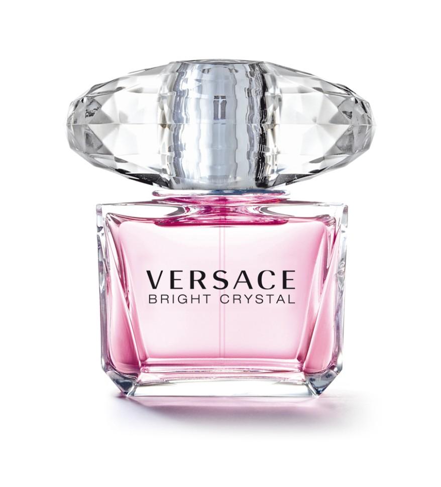 Versace Bright Crystal Туалетная вода спрей 90 млVersace<br>Versace представляет аромат Bright Crystal, явление редкой красоты с оттенками свежих, вибрирующих, цветочных нот. Всепоглощающая страсть, кристальная прозрачность, яркое великолепие. Манящий и роскошный аромат для женщины Versace, сильной и уверенной, и в то же время очень женственной и чувственной, и всегда эффектной.<br>Мнение эксперта:<br>Я хотела создать композицию в духе ароматов, которые люблю, - свежую, цветочную, соблазнительную. Аромат Bright Crystal - симфония свежих и цветочных нот, флакон - вершина неприходящей элегантности. Донателла Версаче<br>Особенности состава:<br>Цветочный фруктовый мускусный<br>Состав:<br>ароматическая композиция, дистиллированная вода, этиловый спирт, этилгесилметоксинамат, бутилметоксидибензолметан, этилгексилсалицилат, бутилфенилметилпропиналь, цитранелол, гераниол, лираль, линалул, CI 17200 (D&amp;amp;C красный 33), CI 15985 (FD&amp;amp;C желтый 6)<br><br>Вес г: 426<br>Бренд : Versace<br>Объем мл: 90<br>Возраст : 14+<br>Страна производитель : Италия<br>Вид Аромата : Цветочный, фруктовый, мускусный<br>Шлейф : Красное дерево, Мускус, Амбра<br>Верхняя Нота : Гранат, Юзу, Ледяной аккорд<br>Верхняя Нота : Гранат, Юзу, Ледяной аккорд