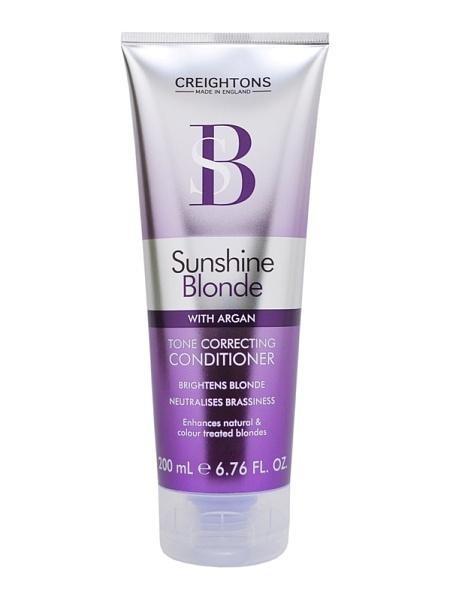 CREIGHTONS Кондиционер для восстановления и защиты цвета светлых волосCreightons<br>Кондиционер для восстановления и защиты цвета светлых волос препятствует потускнению цвета и делает оттенок блонд свежим и ярким. Масло Арганы заботится о сухих и поврежденных волосах, делая их мягкими и шелковистыми.<br><br>Вес г: 250<br>Бренд : Creightons<br>Объем мл: 200<br>Тип волос : поврежденные, окрашенные<br>Действие : восстановление, сохранение цвета<br>Тип средства для волос : кондиционер<br>Страна производитель : Великобритания