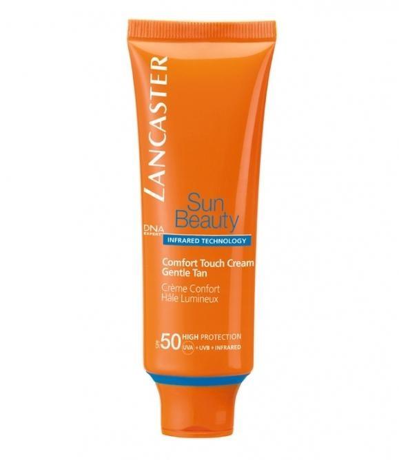 Lancaster Sun Beauty Care Крем-комфорт сияющий загар SPF50 50 млLancaster<br>Благодаря более совершенной защите кожа сохраняет свою красоту надолго.Загар становится золотистым, красивым и сохраняется длительное время, а кожа идеально увлажненная и шелковистая.Сочетание комплексов Гелиотан (богат аминокислотами, микроэлементами и минералами), Биотаннинг (экстракт сладкого апельсина) и масла буритии<br>Способ применения:Наносите солнцезащитные средства перед выходом на солнце. Повторяйте нанесение, особенно после купания, использования полотенец, потоотделения. Наносите щедро на всю поверхность лица и области декольте. Помните, что при недостаточном количестве средства, которое наносится на кожу, уровень защиты будет значительно ниже. <br>Состав:Full Light Technology – полная защита от всех видов лучей УФИ.  Поглащение:ФотостабильныЕ высокоэффективные фильтры, Tinosorb М. Отражение: Пудра рубина, слюда, Диоксид титана + Bio Glass M Нейтрализация:Антиоксидантный комплекс+ витамин С+Е+ масло облепихи.Комплекс Активации Загара*:Сочетание комплексов Гелиотан (богат аминокислотами, микроэлементами и минералами), Биотаннинг (экстракт сладкого апельсина) и масла  бурити Увлажнение: адаптивные технологии увлажнения – «умный» ингредиент, поддерживает высокий уровень увлажненности кожи, удерживая влагу внутри кожи при низкой влажности и захватывая ее извне при высокой<br><br>Вес г: 71<br>Бренд : Lancaster<br>Объем мл: 50<br>Фактор SPF : 50<br>Тип средства : крем<br>Назначение : для лица и тела<br>Возраст : 16+<br>Страна производитель : МОНАКО