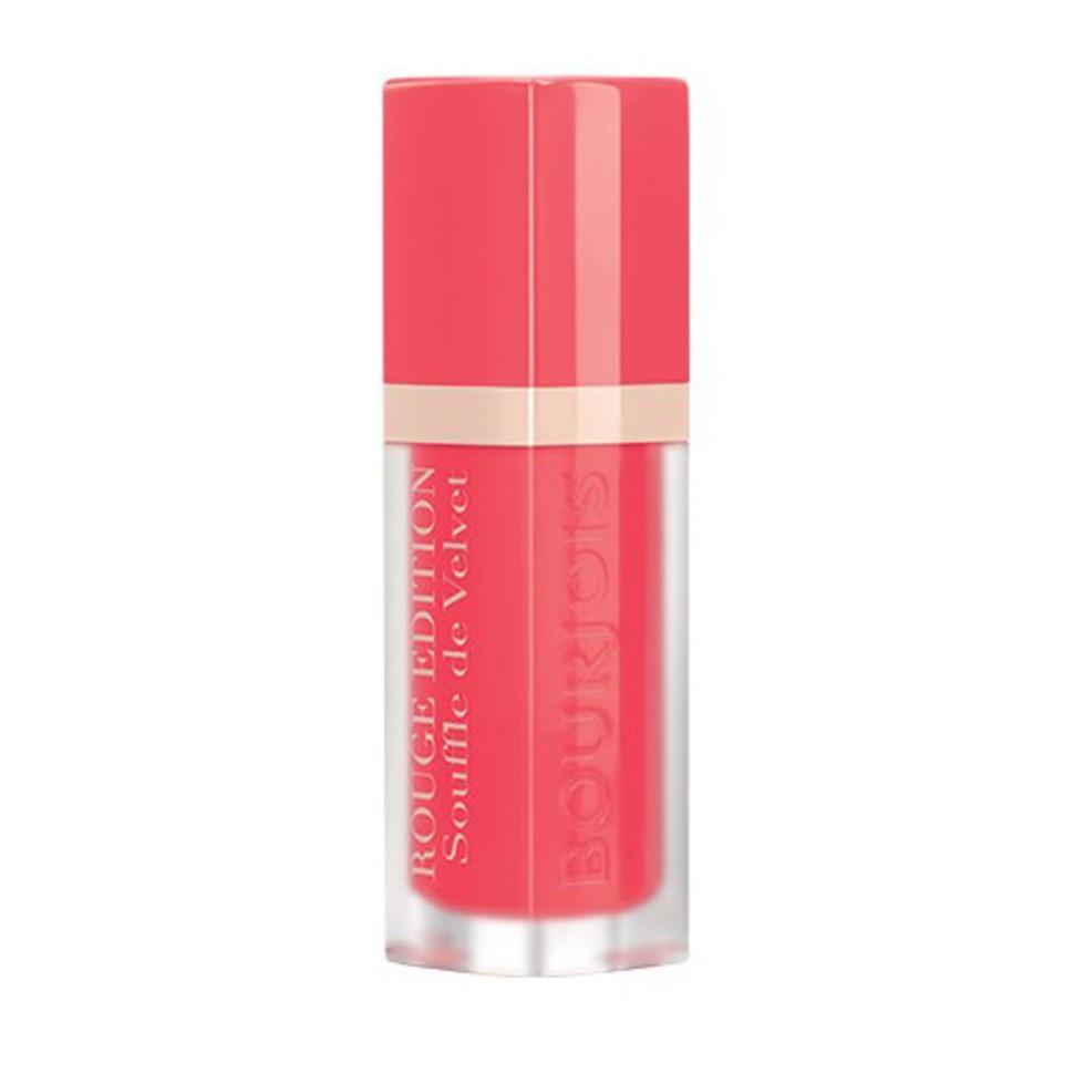 Bourjois Флюид для губ бархатный Rouge Edition Souffle de Velvet (03 VIPeach)Bourjois<br>Матовое покрытие и яркий цвет. Легкая, невесомая текстура, не ощутимая на губах. Простое нанесение, абсолютный комфорт и 24-часовая стойкость. Обладает ухаживающими свойствами бальзама; не ощущается на губах; обеспечивает невероятный комфорт.<br><br>Состав:<br>DIMETHICONE,AQUA (WATER),DIMETHICONE/VINYL DIMETHICONE CROSSPOLYMER,JOJOBA ESTERS,BUTYL ACRYLATE/HYDROXYPROPYL DIMETHICONE ACRYLATE COPOLYMER,BUTYLENE GLYCOL,HELIANTHUS ANNUUS (SUNFLOWER) SEED WAX,SACCHARIDE ISOMERATE,PHENOXYETHANOL,ACACIA DECURRENS FLOWER WAX,POLYGLYCERIN-3,PARFUM (FRAGRANCE),CITRIC ACID,SODIUM CITRATE,ALPHA-ISOMETHYL IONONE,LINALOOL,CITRONELLOL,GERANIOL,[+/- (MAY CONTAIN):MICA,CI 12085 (RED 36),CI 15850 (RED 6),CI 15850 (RED 7 LAKE),CI 15985 (YELLOW 6 LAKE),CI 17200 (RED 33 LAKE),CI 19140 (YELLOW 5 LAKE),CI 42090 (BLUE 1 LAKE),CI 45410 (RED 28 LAKE),CI 45380 (RED 22 LAKE),CI 73360 (RED 30 LAKE),CI 75470 (CARMINE),CI 77163 (BISMUTH OXYCHLORIDE),CI 77491, CI 77492, CI 77499 (IRON OXIDES),CI 77742 (MANGANESE VIOLET),CI 77891 (TITANIUM DIOXIDE)].<br><br>Вес г: 35<br>Бренд : Bourjois<br>Объем мл: 7<br>Упаковка помады : тюбик с кисточкой<br>Текстура помады : матовая<br>Свойства помады : увлажняющая<br>Вид помады : жидкая<br>Страна производитель : Франция
