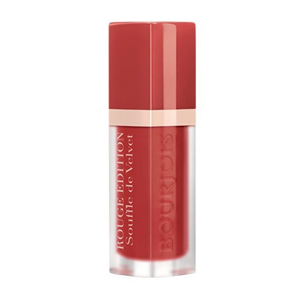 Bourjois Флюид для губ бархатный Rouge Edition Souffle de Velvet (08 carameli melo)Bourjois<br>Матовое покрытие и яркий цвет. Легкая, невесомая текстура, не ощутимая на губах. Простое нанесение, абсолютный комфорт и 24-часовая стойкость. Обладает ухаживающими свойствами бальзама; не ощущается на губах; обеспечивает невероятный комфорт.<br><br>Состав:<br>DIMETHICONE,AQUA (WATER),DIMETHICONE/VINYL DIMETHICONE CROSSPOLYMER,JOJOBA ESTERS,BUTYL ACRYLATE/HYDROXYPROPYL DIMETHICONE ACRYLATE COPOLYMER,BUTYLENE GLYCOL,HELIANTHUS ANNUUS (SUNFLOWER) SEED WAX,SACCHARIDE ISOMERATE,PHENOXYETHANOL,ACACIA DECURRENS FLOWER WAX,POLYGLYCERIN-3,PARFUM (FRAGRANCE),CITRIC ACID,SODIUM CITRATE,ALPHA-ISOMETHYL IONONE,LINALOOL,CITRONELLOL,GERANIOL,[+/- (MAY CONTAIN):MICA,CI 12085 (RED 36),CI 15850 (RED 6),CI 15850 (RED 7 LAKE),CI 15985 (YELLOW 6 LAKE),CI 17200 (RED 33 LAKE),CI 19140 (YELLOW 5 LAKE),CI 42090 (BLUE 1 LAKE),CI 45410 (RED 28 LAKE),CI 45380 (RED 22 LAKE),CI 73360 (RED 30 LAKE),CI 75470 (CARMINE),CI 77163 (BISMUTH OXYCHLORIDE),CI 77491, CI 77492, CI 77499 (IRON OXIDES),CI 77742 (MANGANESE VIOLET),CI 77891 (TITANIUM DIOXIDE)].<br><br>Вес г: 36<br>Бренд : Bourjois<br>Объем мл: 7<br>Упаковка помады : тюбик с кисточкой<br>Текстура помады : матовая<br>Свойства помады : увлажняющая<br>Вид помады : жидкая<br>Страна производитель : Франция