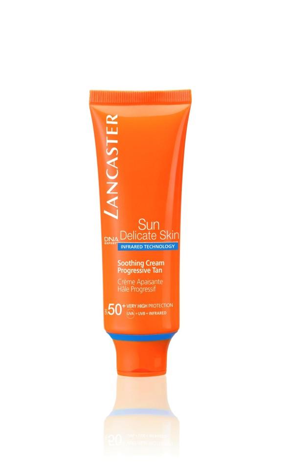 Lancaster Sun Delicate Skin Крем успокаивающий Постепенный загар SPF50+ 50млLancaster<br>Благодаря более совершенной защите кожа сохраняет свою красоту надолго.Она приобретает постепенный красивый загар и становится увлажненной и шелковистой.Раздраженная кожа успокоена.Способ применения:Наносите солнцезащитные средства перед выходом на солнце. Повторяйте нанесение, особенно после купания, использования полотенец, потоотделения. Наносите щедро на всю поверхность лица и области декольте. Помните, что при недостаточном количестве средства, которое наносится на кожу, уровень защиты будет значительно ниже.<br>Состав:Защита от UVA- и UVB- лучей с помощью фотостабильных высокоэффективных UVA- и UVB-фильтров Эксклюзивная ИНФРАКРАСНАЯ защита** благодаря уникальной системе двойного действия: Отражает и нейтрализует IR-лучи благодаря 3 физическим фильтрам (рубиновой пудре, диоксиду титана, перламутровому пигменту) Нейтрализует свободные радикалы, образованные UV-лучами с помощью эксклюзивного антиоксидантного комплекса* и  IR-лучами с помощью мощных антиоксидантов(витамина Е и производного витамина С).Комплекс Активации Загара*:Сочетание комплексов Гелиотан (богат аминокислотами, микроэлементами и минералами), Биотаннинг (экстракт сладкого апельсина) и масла бурити  Увлажнение: адаптивные технологии увлажнения – «умный» ингредиент, поддерживает высокий уровень увлажненности кожи, удерживая влагу внутри кожи при низкой влажности и захватывая ее извне при высокой Успокаивающий комплекс: бисаболол, Д-пантенол<br><br>Вес г: 71<br>Бренд : Lancaster<br>Объем мл: 50<br>Фактор SPF : 50<br>Тип средства : крем<br>Назначение : для лица и тела<br>Возраст : 16+<br>Страна производитель : МОНАКО