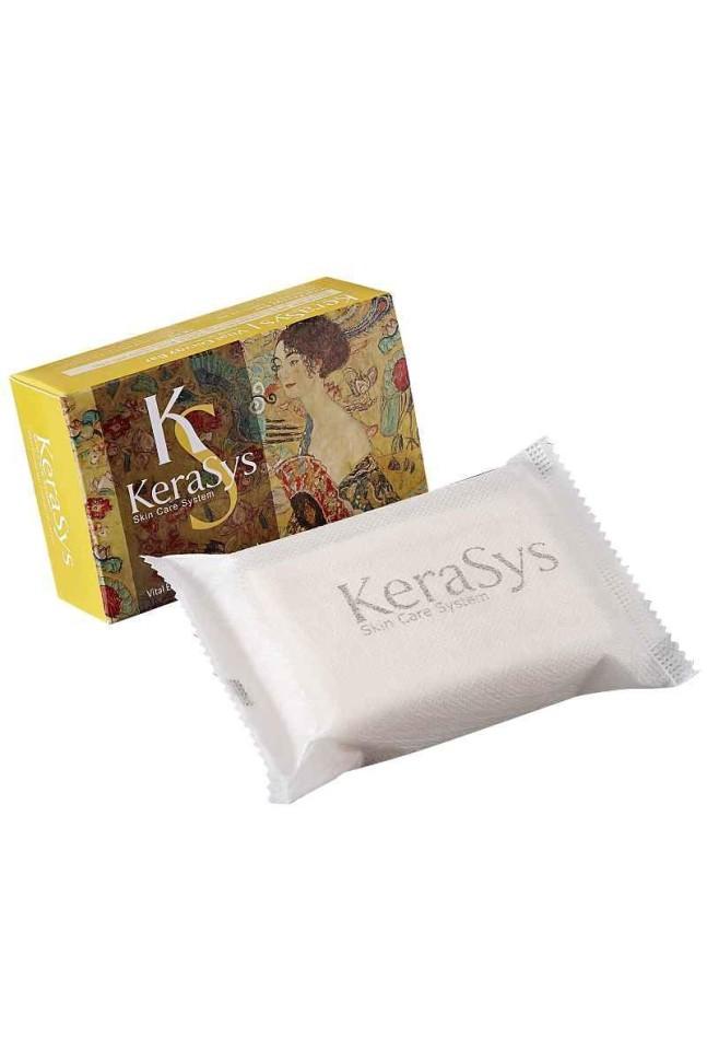 KeraSys Мыло косметическое Vital EnergyKeraSys<br>Мыло KeraSys Vital Energy содержит экстракты альпийских трав, которые успокаивают кожу. Коэнзим Q10 – мощный природный антиоксидант, восстанавливает эластичность кожи, повышает упругость. Легкий аромат розы и спелых фруктов дарит ощущение нежности и комфорта.<br><br>Вес г: 100<br>Бренд : KeraSys<br>Страна производитель : Корея