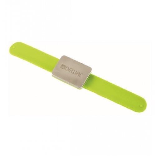 Dewal Магнитный держатель для шпилек, невидимок. Цвет зеленый.Dewal<br>Магнитный держатель DEWAL JPP094green для шпилек, невидимок в зеленом цвете, изготовлен из пластика с прорезиненным покрытием.<br>Внутри металлической пластины-магнит, который крепко удерживает металлические аксессуары.<br>Каждый держатель упакован в фирменную коробочку.<br><br>Вес г: 20<br>Бренд: Dewal