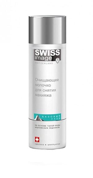 SWISS image Базовый Уход Молочко очищение для снятия макияжаSWISS image<br>Использование дедовских методов для снятия макияжа уже не актуально. Каждая уважающая себя компания по производству косметических средств обязательно выпускает средство, чтобы очищать лицо от макияжа. Компания SWISS image так же выпустила линию средств, предназначенных для очищения лица. Например, мы предлагаем Вашему вниманию очищающее молочко для снятия макияжа из Базового ухода, которое Вы можете купить в нашем интернет-магазине. Использование средства позволяет не просто бережно снимать любые виды макияжей, включая водостойкий, но и деликатно удалять любые типы загрязнений с лица, включая нежные участки кожи возле глаз. Помимо этого, обеспечивается выведение токсинов из глубоких слоев. Благодаря экстракту иссопа, молочко действует, как успокаивающее средство, способное выровнять тон кожи. За счет нежной увлажняющей текстуры обеспечивается придание Вашей коже чувства комфорта, без раздражений. В формуле молочка важное место занимает талая вода с альпийского ледника, отвечающая за увлажнение и защиту кожи в течение всего дня. Состав крема и свойства компонентов Молочко для очищения лица от макияжа и загрязнений производится на основе уникальной запатентованной формулы. Специалисты компании Свис Имейдж уделяют особое внимание разработке формул на основе натуральных компонентов и растительных ингредиентов. Поэтому из состава исключен полиэтиленгликоль с парабенами, как химические и агрессивные компоненты. Но главным натуральным компонентом любого средства компании является невероятной чистоты талая вода с альпийского ледника. В качестве растительных компонентов используются травы, выросшие на территории экологически чистой Швейцарии. А за питание и увлажнение кожи отвечает ряд витаминов с запатентованными комплексами. Использование талой воды обосновывается несколькими биологически активными свойствами, включая большое число ценнейших минералов, мгновенное увлажнение и обновление кожи с после