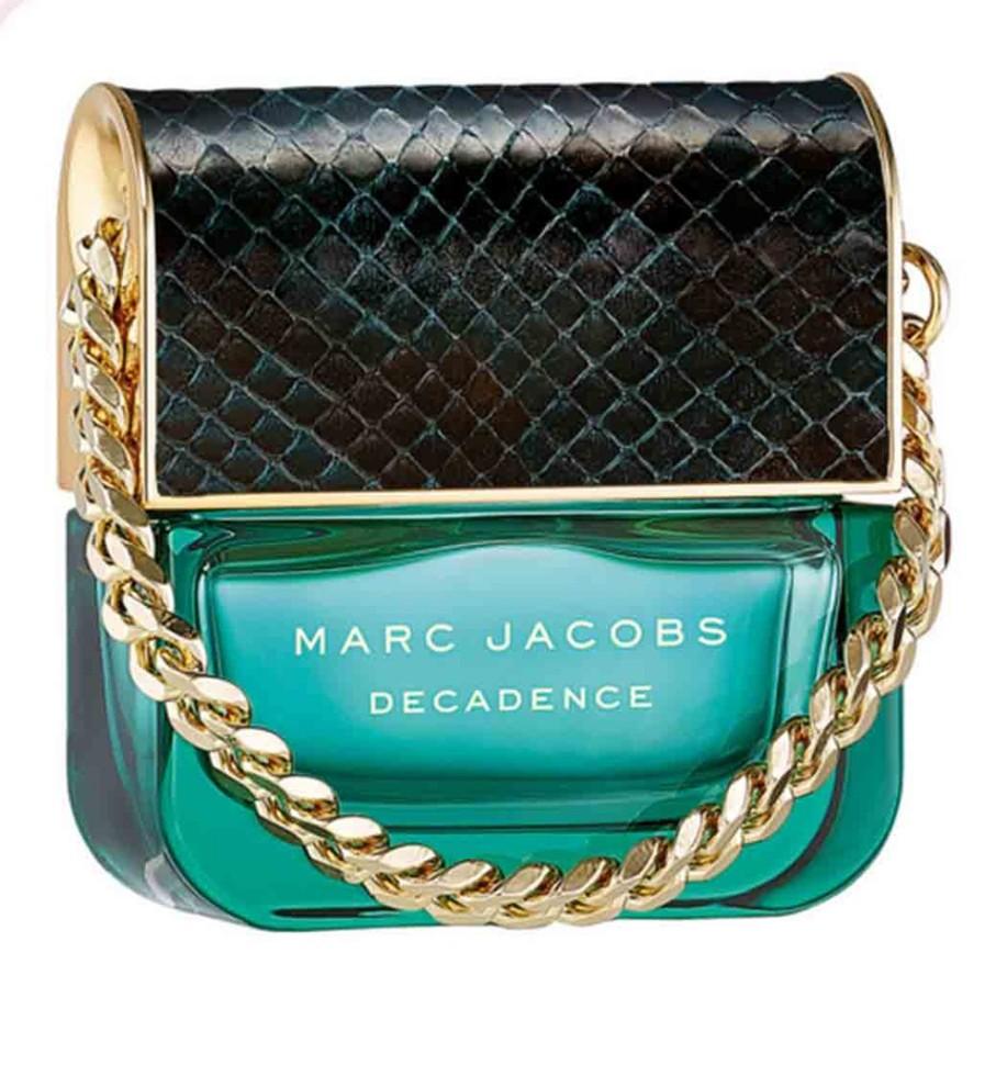 Marc Jacobs Decadence Парфюмерная вода 30 млMarc Jacobs<br>Руководство по выбору:<br>Дневной и вечерний ароматРекомендации:<br>Восхитительный, игривый аромат, дерзкий и возбуждающий, ослепительный и волнующий. Фруктовые нотки, пикантно оттеняющие цветочный аккорд, придают аромату шарм и наполняют его жизненной энергией, легкостью и спонтанностью.<br>Описание:<br>Marc Jacobs Decadence - Это утонченный чувственный древесный аромат. Он очаровывает с первых страстных нот сочной итальянской сливы, золотого душистого шафрана и утонченного ириса. Сердце аромата пронизано чарующим благоуханием болгарской розы, пышным звучанием фиалкового корня и нотами великолепного жасмина самбак. Сексуальные аккорды жидкой амбры, ветивера и пьянящего сухого папирусного дерева сплетаются в классический самодостаточный и изысканный шлейф.decadence поднимает легкие и очаровательные композиции от marc jacobs на новый уровень роскоши и элегантности.<br>Мнение эксперта:<br>ГЛАМУРНЫЙ, ЭЛЕГАНТНЫЙ И СТИЛЬНЫЙ ДРЕВЕСНЫЙ АРОМАТ.Франк Фоэкль -парфюмер дома<br>Особенности состава:<br>Шафран, ирис и итальянская слива, в сочетании с древесными аккордами создают аромат Marc Jacobs Decadence<br>Состав:<br>Alcohol Denat., Aqua (Water), Parfum (Fragrance)<br><br>Вес г: 30<br>Бренд : Marc Jacobs<br>Объем мл: 30<br>Возраст : 14+<br>Страна производитель : Франция<br>Вид Аромата : Восточные цветочные<br>Шлейф : Амбра, Ветивер и Папирус<br>Верхняя Нота : Слива, Ирис и Шафран<br>Верхняя Нота : Слива, Ирис и Шафран