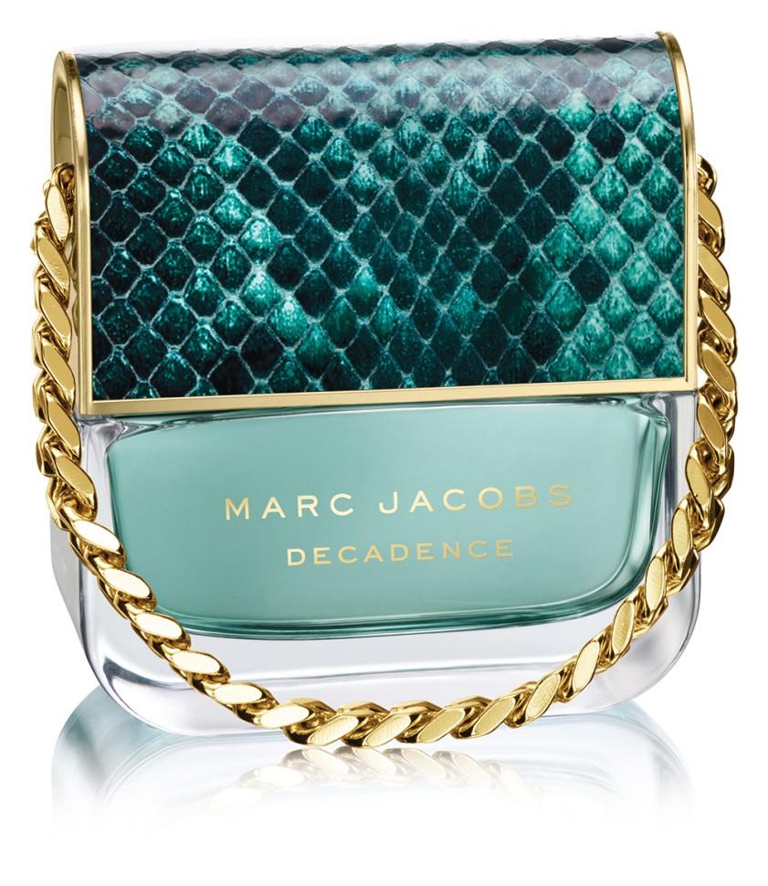 Marc Jacobs Divine Decadence Парфюмерная вода для женщин 30 млMarc Jacobs<br>Руководство по выбору:<br>Дневной и вечерний ароматРекомендации:<br>Аромат столь же юный, как и чувство, вдохновившее на его создание. Его стихия - пробуждение счастья и всей силы эмоций, сопровождающих Любовь!<br>Описание:<br>Marc Jacobs Divine Decadence насыщенный цветочный аромат, который открывается нотами шампанского, флердоранжа и сказочного бергамота. Ноты сердца раскрываются букетом опьяняющих белых цветов: гардении, гортензии, ириса и жимолости. Экзотические аккорды шафрана, ванили и амбры, переплетаясь между собой, создают изящный шлейф.<br>Мнение эксперта:<br>Сумочка Marc Jacobs Divine Decadence новый ароматный аксессуар.Франк Фоэкль -парфюмер дома<br>Особенности состава:<br>Экзотические аккорды шафрана, ванили и амбры -особые, отличительные черты аромата Marc Jacobs Divine Decadence<br>Состав:<br>Alcohol Denat., Aqua (Water), Parfum (Fragrance)<br><br>Вес г: 30<br>Бренд : Marc Jacobs<br>Объем мл: 30<br>Возраст : 14+<br>Страна производитель : Франция<br>Вид Аромата : Цветочный<br>Шлейф : Амбра, Шафран и Ваниль<br>Верхняя Нота : Апельсиновый цвет, Шампанское и Бергамот<br>Верхняя Нота : Апельсиновый цвет, Шампанское и Бергамот