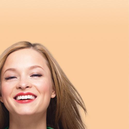 Bourjois Крем корректор тона CC Cream (32 beige clair)Bourjois<br>Новое поколение тональных кремов!  CC cream сочетает в себе:   3 корректирующих пигмента, которые стирают недостатки:   Цвет абрикоса «против усталости» - придает лицу сияние и великолепный оттенок  Зеленый цвет «против покраснений» - скрывает покраснения   Белый цвет «против пятен» - маскирует пятна на коже  УХОД:  •Увлажнение 24 часа  •Солнцезащитный фактор SPF15  •Инновационная формула: без содержания масел, с ультра-легкими пигментами для идеально ровного покрытия, который подходит любому типу кожи (даже очень сухой коже), а также восстанавливающий экстракт белого чая  ФОРМУЛА:  Невесомо легкая текстура!  - Крем идеально ложится на кожу, создавая эффект второй кожи, и не ощущается на коже  РЕЗУЛЬТАТ:   светящийся цвет лица и гладкая кожа за один шаг.<br><br>Вес г: 30<br>Бренд : Bourjois<br>Упаковка : тюбик<br>Тип кожи : все типы кожи<br>Степень покрытия : плотная<br>Эффект от нанесения : сияние<br>Тип тонального средства : с SPF<br>Фактор SPF : 15<br>Страна производитель : Франция