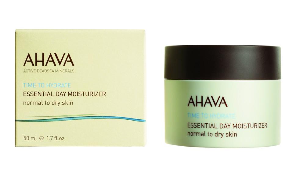 Ahava Time To Hydrate Базовый увлажняющий дневной крем для нормальной и сухой кожи 50млAhava<br>Увлажняющий дневной крем, который повышает уровень гидратации кожи, придает мягкость и ощущение комфорта. Усиленный комплексом Osmoter ™, увеличивающим уровень влаги, крем быстро впитывается, дарит ощущение свежести, эластичности и мягкости, возвращает естественное сияние.Являясь единственной косметической компанией, расположенной на берегу Мертвого моря, цель и задача AHAVA состоит в том, чтобы предоставить достоинства Мертвого моря путем использования своих самых необычных ингредиентов и создания инновационных и эффективных продуктов для потребителей во всем мире.Способ применения:<br>Наносить днем на чистую кожу лица и шеи.<br>Особенности состава:<br>*Вся продукция не содержит парабены*Вся очищающие средства не содержат SLS / SLES (лаурет сульфат натрия). *Не содержит продуктов нефтепереработки, агрессивных синтетических ингредиентов и ГМО*Вся продукция гипоаллергена и опробована на чувствительной кожи.*Не тестируется на животных*Вся упаковка подлежит вторичной переработке*Вся продукция содержит формулу Osmoter™Состав:<br>Aqua (Mineral Spring Water), Ethylhexyl Palmitate, Isopropylmyristate, Glyceryl Stearate, Cetyl Alcohol, Propanediol(Corn derived Glycol), Aloe Barbadensis Leaf Juice, Peg-40 Stearate, Sorbitan Tristearate, Phenoxyethanol, Glycerin, Maris Aqua (Dead Sea Water),Caprylyl Glycol, Chlorphenesin, Alanine, Glycine, Magnesium Aspartate, Saccharide Hydrolysate, Dimethicone, Allantoin, Creatine,Parfum (Fragrance), Tocopherol (Vitamin E), Urea, Linalool, Hexyl Cinnamal, Hydroxyisohexyl 3-Cyclohexene Carboxaldehyde.<br><br>Вес г: 150<br>Бренд : Ahava<br>Объем мл: 50<br>Тип кожи : нормальная, сухая<br>Консистенция : крем<br>Тип крема : увлажняющий, органический<br>Возраст : 12+<br>Эффект : сияние, эластичность<br>По времени суток : дневной уход<br>Страна производитель : Израиль
