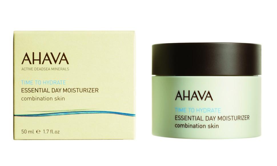 Ahava Time To Hydrate Базовый увлажняющий дневной крем для комбинированной кожи 50 млAhava<br>Кремово-гелевая текстура. Ультра легкий увлажняющий крем идеально подходит для комбинированной кожи. Обеспечивает необходимое ежедневное увлажнения, делает кожу мягкой, устраняет жирный блеск. Являясь единственной косметической компанией, расположенной на берегу Мертвого моря, цель и задача AHAVA состоит в том, чтобы предоставить достоинства Мертвого моря путем использования своих самых необычных ингредиентов и создания инновационных и эффективных продуктов для потребителей во всем мире.Способ применения:<br>Наносить днем на чистую кожу лица и шеи.<br>Особенности состава:<br>*Вся продукция не содержит парабены*Вся очищающие средства не содержат SLS / SLES (лаурет сульфат натрия). *Не содержит продуктов нефтепереработки, агрессивных синтетических ингредиентов и ГМО*Вся продукция гипоаллергена и опробована на чувствительной кожи.*Не тестируется на животных*Вся упаковка подлежит вторичной переработке*Вся продукция содержит формулу Osmoter™Состав:<br>Aqua (Mineral Spring Water), Hexyl Laurate, Cyclomethicone, Aluminum Starch Octenylsuccinate,  Propanediol (Corn derived Glycol), Behentrimonium Methosulfate, Cetearyl Alcohol, Aloe Barbadensis Leaf Juice, Hamamelis Virginiana (Witch Hazel) Water, Phenoxyethanol,Glyceryl Stearate, Glycerin, PEG-100 Stearate, Urea, Saccharide Hydrolysate, Ethylhexylglycerin, Alanine, Glycine, Magnesium Aspartate, Creatine, Caprylyl Glycol, 1,2 Hexanediol, Maris Aqua (Dead Sea Water), Panthenol (Pro Vitamin B5), Menthyl Lactate, Parfum (Fragrance), Allantoin, Bisabolol, Disodium Lauriminodipropionate Tocopheryl Phosphates, Lecithin, Ascorbyl Palmitate, Beta-Sitosterol, Hydrogenated Vegetable Glycerides Citrate, Propylene Glycol, Squalene (Phytosqualene), Tocopherol (Vitamin E), Butylphenyl Methylpropional, Linalool, Hydroxyisohexyl 3-Cyclohexene Carboxaldehyde, Hexyl Cinnamal, Limonene, Citronellol, Geraniol.<br><br>Вес г: 150<br>Бренд : Ahava<br>Объ