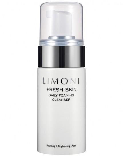 Пенка для глубокого очищения кожи Limoni Total Foaming Cleanser 100 млLimoni<br>Мягкая пенка с голубыми гранулами деликатно, но эффективно избавляет от загрязнений с остатками косметики и излишками жира.В составе присутствует экстракт розмарина, известный антиоксидантным, ранозаживляющим, противовоспалительным, тонизирующим свойством. Помогает пенке омолаживать кожу и снимать раздражение. В свою очередь пчелиный воск позволяет создавать на коже защитную пленку, оберегающую от обезвоживания. Придает гладкости и эластичности. С таким средством кожа будет выглядеть здоровой и ухоженной, а также избавится от несовершенств.<br><br>Вес г: 130<br>Бренд: Limoni<br>Объем мл: 100<br>Тип кожи: жирная<br>Вид очищающего средства: пенка<br>Страна производитель: Италия