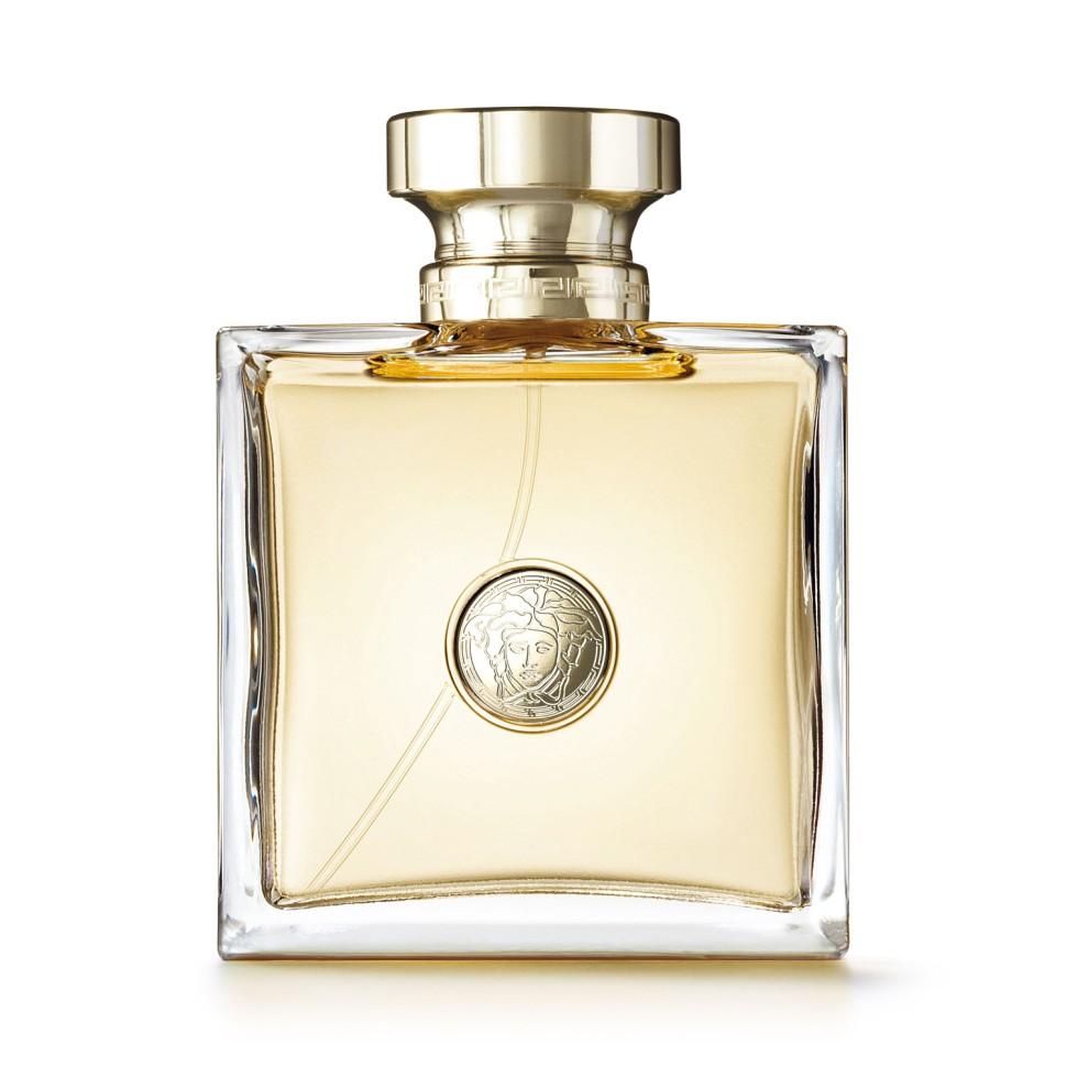 Versace Versace Парфюмерная вода 100 млVersace<br>Это аромат, который окутает вас cвежим флером цветов, которые понравятся каждой женщине. Этот классический аромат, бесценный и вечный, тем не менее можно носить в любое время дня. Он придаст законченность и гламурный шик любому наряду.<br>Мнение эксперта:<br>Я хотела создать аромат, который окутает вас свежим флером цветов… Классический аромат, который можно будет носить в любое время дня… …который придаст законченность и гламурный шик любому наряду, станет приметой собственного стиля! Аромат - последний штрих, создающий абсолютно уникальную ауру вокруг женщины. Донателла Версаче<br>Особенности состава:<br>Цветочный<br>Состав:<br>ароматическая композиция, дистиллированная вода, бутилфенилметилпропиналь, гидроксиизогексил 3-циклогексен карбоксалдегид, альфа-изометил йонон, гексилциннамал, линалул, этилгексилметоксицинамат, цитронелол, гераниол, этилгексилсалицилат, бутилметоксидибензолметан, C.I. 15985 (желтый 6), C.I. 42090 (голубой 1), этиловый спирт<br><br>Вес г: 353<br>Бренд : Versace<br>Объем мл: 100<br>Возраст : 14+<br>Страна производитель : Италия<br>Вид Аромата : Цветочный<br>Шлейф : Атласский кедр, Кашемировое дерево, Ветивер, Муску<br>Верхняя Нота : Капли росы, Гуава, Ледяные нотки черной смородин<br>Верхняя Нота : Капли росы, Гуава, Ледяные нотки черной смородин