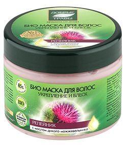 Добрые травы Маска для волос укрепление и блеск 300 мл.Добрые травы<br>Био маска для волос, благодаря настою из целебных трав и репейному маслу, наполняет волосы живительной влагой, укрепляет корни и активизирует рост крепких и здоровых волос.Масло дикого можжевельника восстанавливает структуру волос, делает их прочными и эластичными. Масло ягод лимонника насыщает волосы витаминами, тонизирует кожу головы, придает волосам свежесть и естественное сияние.Состав: Aqua with infusions of Bidens Tripartita Flower/Leaf/Stem Extract, Achillea Millefolim Flower Water, Hypericum Perforatum Extract, Arctostaphylos Uva Ursi Leaf Exctract (травяной настой), Arctium Lappa Root Extract, Hydrogenated Soybean Oil (репейное масло); Cetearyl Alcohol, Cetrimonium Chloride, Schizandra Chinensis Fruit Oil (масло нанайского лимонника), Juniperus Communis Wood Oil (масло дикого можжевельника), Guar Hydroxypropyltrimonium Chloride, Ceteareth-20, Benzyl Alcohol, Benzoic Acid, Sorbic Acid, CI 19140, CI 42090, Caramel.Объем: 300 мл.<br><br>Вес г: 350<br>Бренд : Добрые травы<br>Объем мл: 300<br>Тип волос : поврежденные, тонкие и ослабленные, длинные и секущиеся<br>Действие : укрепление, восстановление, блеск и эластичность, для роста волос<br>Тип средства для волос : маска<br>Страна производитель : Россия