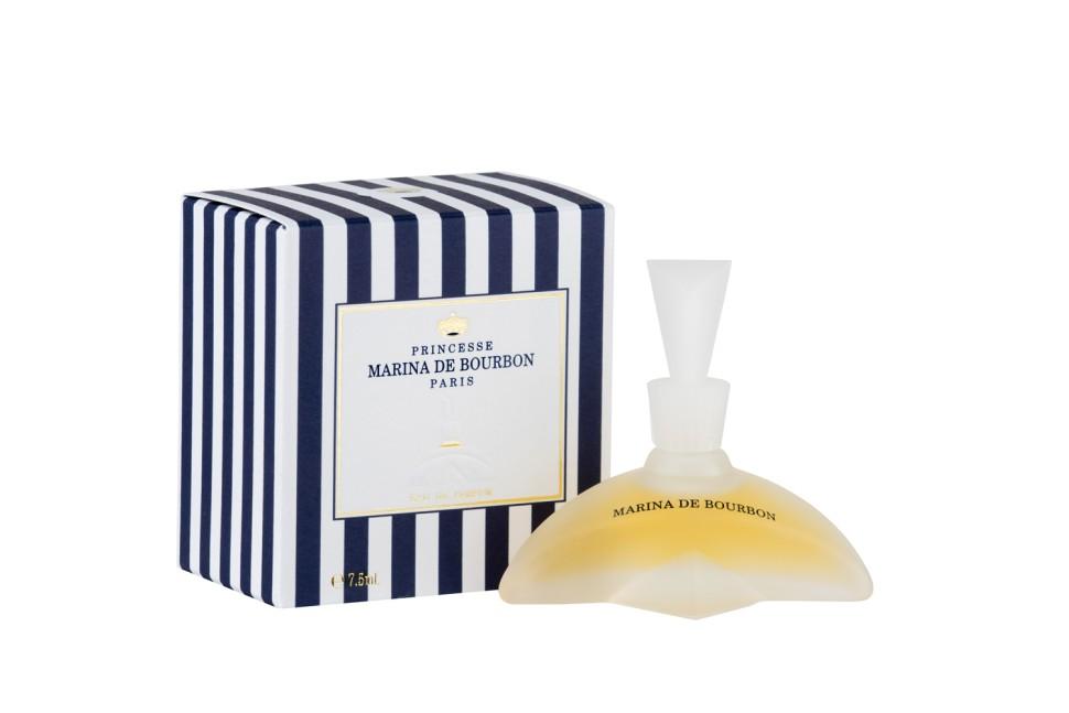 Princesse Marina De Bourbon Paris Classique Миниатюра парфюмерная вода 7,5 млРуководство по выбору:<br>При выборе обратите внимание на вид аромата и ноты, прислушайтесь к своим эмоциям.<br>Описание:<br>ФЛАКОН: Яркий и изысканный дизайн флакона, чьи плавные линии переливаются как изгибы женского тела. Флакон напоминает бальные платье 18-го века с подчеркнутой тонкой талией. АРОМАТ: Нежный, элегантный и непредсказуемый аромат. Marina de Bourbon Classique пробуждает желание познакомиться с его обладательницей. Аромат на века как оружие обольщения. Едва появившись, этот парфюм в светских кругах негласно был признан парфюмерной классикой. Оригинальная свежесть заточена в прозрачное облако листьев черной смородины и сладкого аромата Дыни. Аромат перенесет вас в экзотический мир, которому задает тон Иланг-Иланг родом с Коморских островов, Маракуйя и Жасмин. В этот букету также мягко введены Персик, Малина и драгоценная Ваниль, привносящая чувственность.<br>Мнение эксперта:<br>Marina Classique - символ хорошего вкуса и вневременной элегантности Принцесса Швеции Мадлен<br>Особенности состава:<br>Цветочно, фруктовый, восточный аромат<br>Состав:<br>Состав: ALCOHOL DENAT. , PARFUM (FRAGRANCE), AQUA (WATER), AMYL CINNAMAL, BENZYL BENZOATE, BENZYL SALICYTATE, BUTYLPHENYL METHYLPROPIONAL, CINNAMYL ALCOHOL, CITRONELLOL, COUMARIN, EUGENOL, GERANIOL, HEXYL CINNAMAL, HYDROXYCITRONELLAL, ISOEUGENOL, LIMONENE, LINALOOL, CI 19140 (YELLOW 5), CI 14700 (RED 4), CI 17200 (RED 33)<br><br>Вес г: 70<br>Бренд : MARINA DE BOURBON<br>Объем мл: 7<br>Страна производитель : Франция<br>Вид Аромата : Цветочно-фруктовый<br>Шлейф : Персик, малина, ваниль, экзотические фрукты<br>Верхняя Нота : Лимон, арбуз, черная смородина<br>Верхняя Нота : Лимон, арбуз, черная смородина