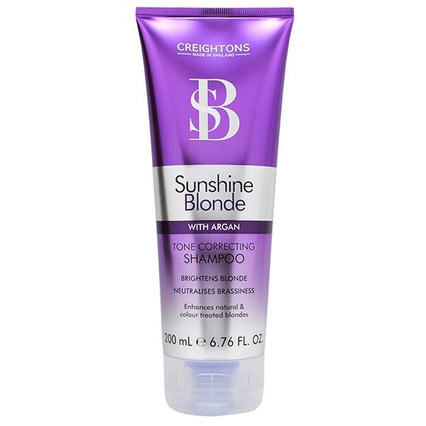 CREIGHTONS Шампунь для восстановления и защиты цвета светлых волосCreightons<br>Питает и увлажняет сухие и поврежденные светлые волосы, делая их мягкими и послушными. Усиливает яркость цвета, независимо от того является ли он натуральным или получен в результате окрашивания. Линия Sunshine Blonde сохраняет цвет ярким и насыщенным, делая волосы блестящими и ухоженными. Ежедневное использование шампуня и кондиционера, в состав которых входит Pro-Витамин В5, аргановое масло, экстракт ромашки и солнцезащитные компоненты, помогает продлить яркость и сияние выбранного вами оттенка. Линия Colour Care заботится о сохранении цвета окрашенных волос и придает им  здоровый блеск. Ваша прическа выглядит так, как будто вы только что вышли из салона. Обогащенная маслом Марокко, эта линия также легко решает проблему питания уставших и ослабленных волос.   Бережно очищает, не нанося вреда цвету волос. Убирает загрязнения и остатки стайлинговых средств, одновременно увлажняя и придавая здоровый блеск волосам.<br><br>Вес г: 230<br>Бренд : Creightons<br>Объем мл: 200<br>Тип волос : сухие, поврежденные, окрашенные<br>Действие : увлажнение, питание, восстановление<br>Тип средства для волос : шампунь<br>Страна производитель : Великобритания