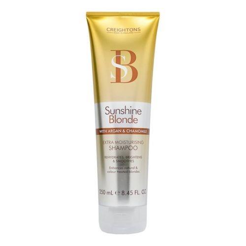 CREIGHTONS Шампунь увлажняющий для светлых волос Солнечное сияниеCreightons<br>Линия Sunshine Blonde сохраняет цвет ярким и насыщенным, делая волосы блестящими и ухоженными. Ежедневное использование шампуня и кондиционера, в состав которых входит Pro-Витамин В5,  аргановое масло,экстракт ромашки и солнцезащитные компоненты, помогает продлить яркость и сияние выбранного Вами оттенка.<br>Линия Sunshine Blonde борется с проблемой секущихся кончиков, восстанавливает необходимый уровень влаги, разглаживает и питает поврежденные волосы.<br><br>Вес г: 260<br>Бренд: Creightons<br>Объем мл: 250<br>Тип волос: поврежденные, окрашенные<br>Действие: увлажнение, сохранение цвета<br>Тип средства для волос: шампунь<br>Страна производитель: Великобритания